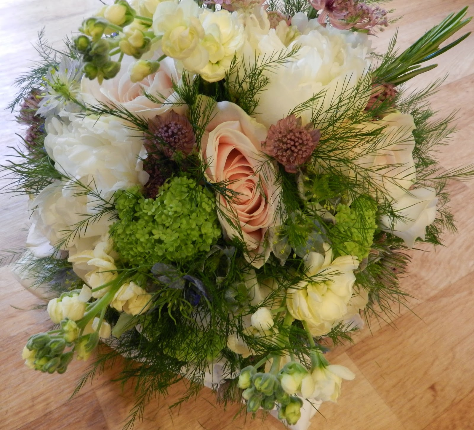 Wedding Flowers For Summer: Sandra's Flower Studio: Vintage Summer Wedding Flowers