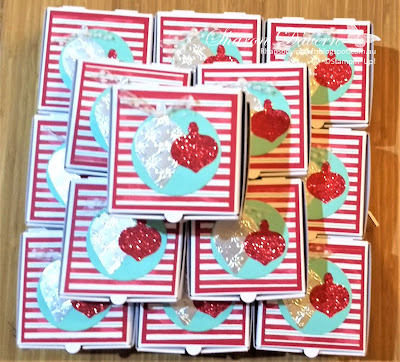 Let it snow, mini pizza boxes, 2019 Holiday Catalogue, #loveitchopit, Rhapsody in craft, Stampin' Up, Christmas gift giving