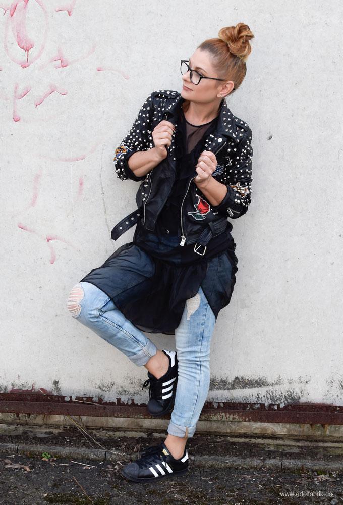 Lederjacke von Zara, schwarze Lederjacke mit Nieten