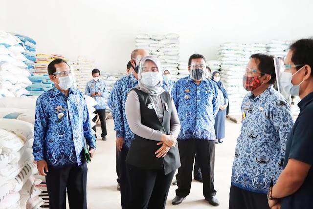 Wakil Gubernur Chusnunia Tinjau Ketersediaan Pupuk Dan Pestisida Di Wilayah Lampung Timur