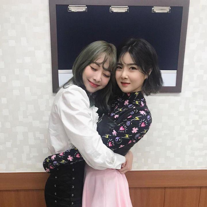 브레이브걸스 이유나와 홍은지 - 꾸르