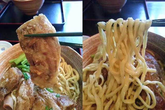 軟骨ソーキと守礼そばの麺の写真