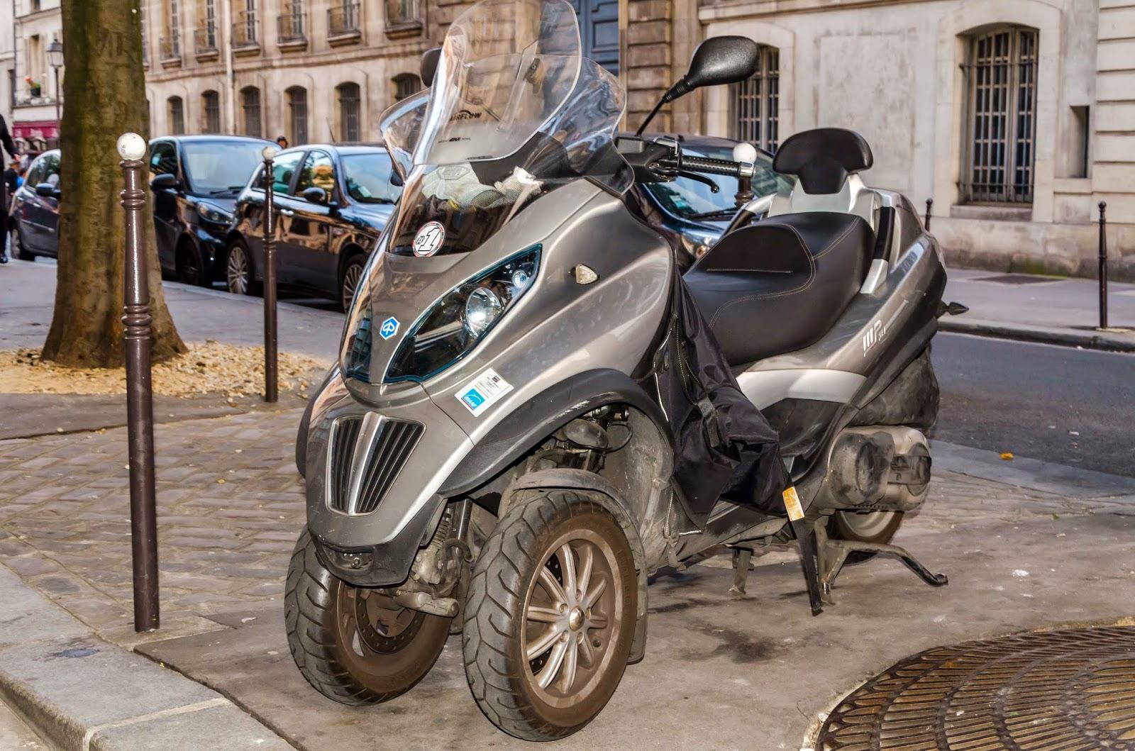 Moto de 3 rodas em Paris