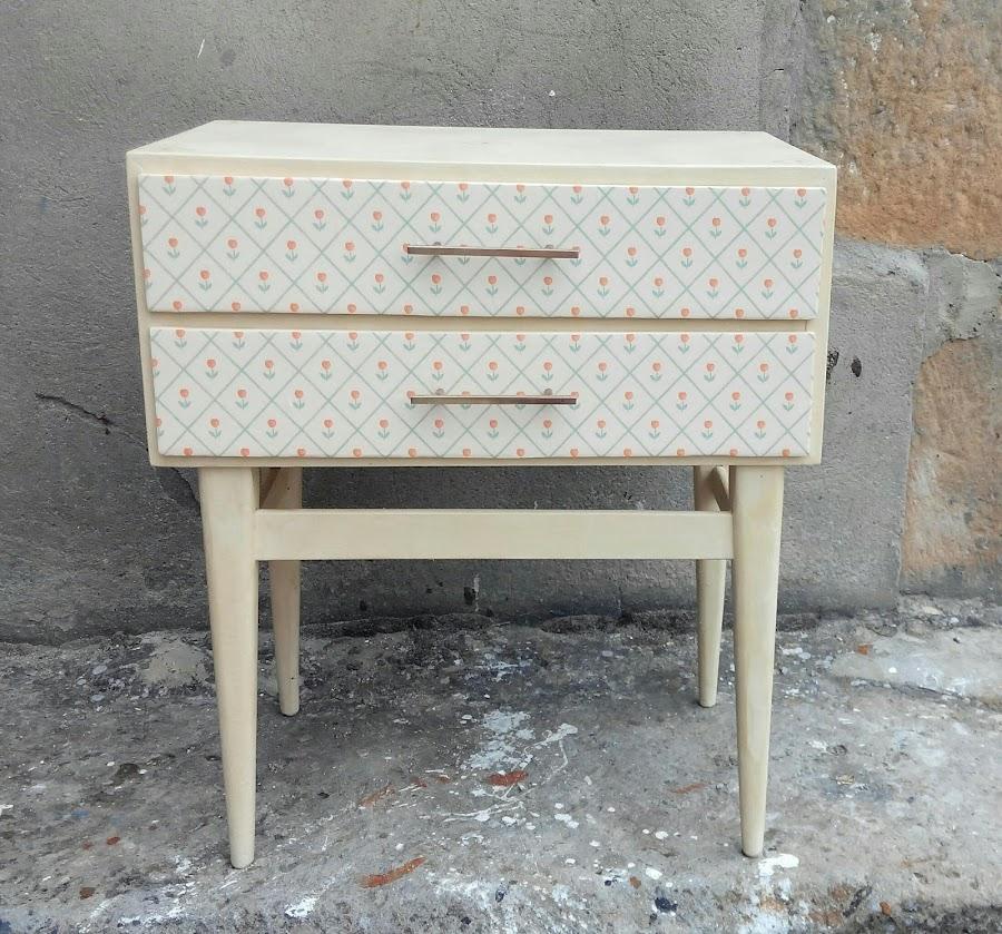 Mesilla restaurada vintage bricolaje for Papel pintado bricomart