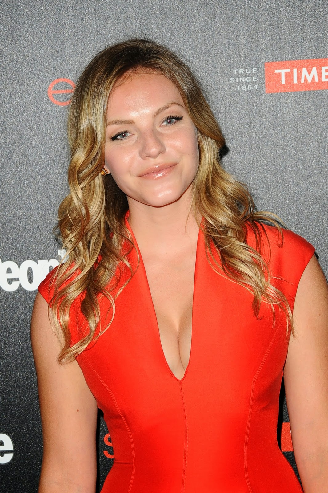 Fifty Shades Updates: HQ PHOTOS: Eloise Mumford Attends