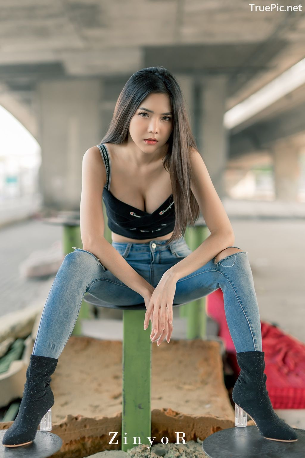 Image-Thailand-Model-Phitchamol-Srijantanet-Black-Crop-Top-and-Jean-TruePic.net- Picture-5