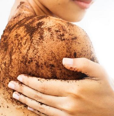 Lakukan eksfoliasi untuk kulit badan dan wajah