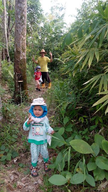 Jalan-jalan Di Kampung Mendaki Bukit