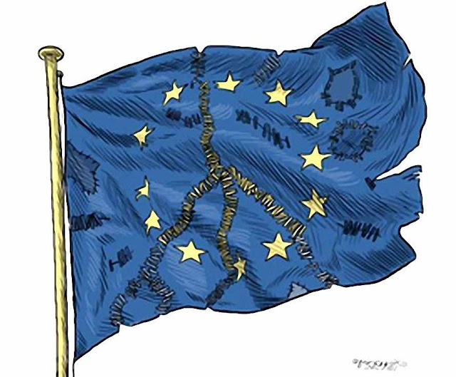 Bandeira da UE em frangalhos, democracia também