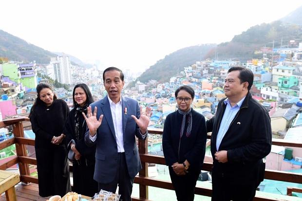 Jokowi dan Istrinya Blusukan Ke Desa Gamcheon Di Korsel