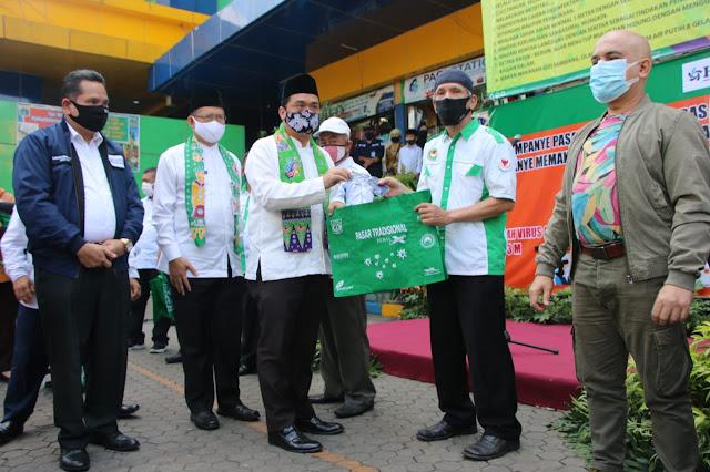 Wagub Ariza Kampanyekan Pasar Tradisional Bebas COVID-19 Dan Serukan Penggunaan Kantong belanja Ramah Lingkungan