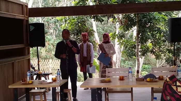 Bupati Umar Ahmad.SP menghadiri acara Musik Klaaik lampung di Uluan nughik.