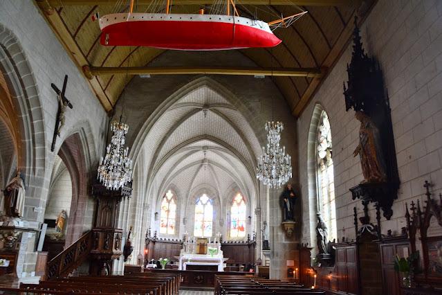 Intérieur de l'église Saint-Sauveur Saint Goustan
