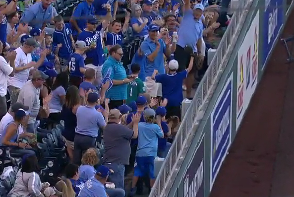 Royals fan makes great snag