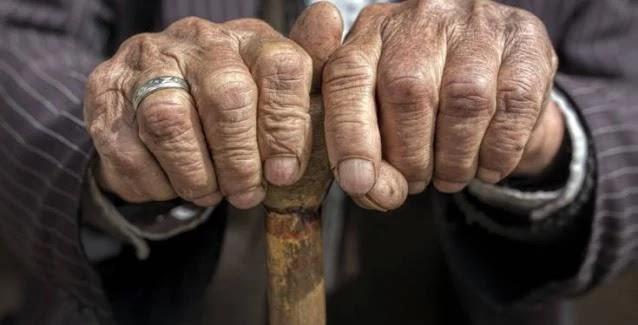 Τρίκαλα: 77χρονος επιτέθηκε στην 73χρονη σύζυγό του στον ύπνο της