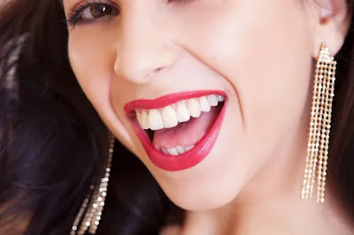 أهم 7إجراءات  شائعة للحصول على ابتسامة هوليود سمايل