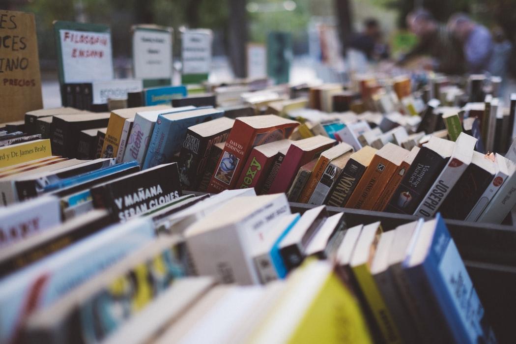 sprzedaż książek w księgarniach