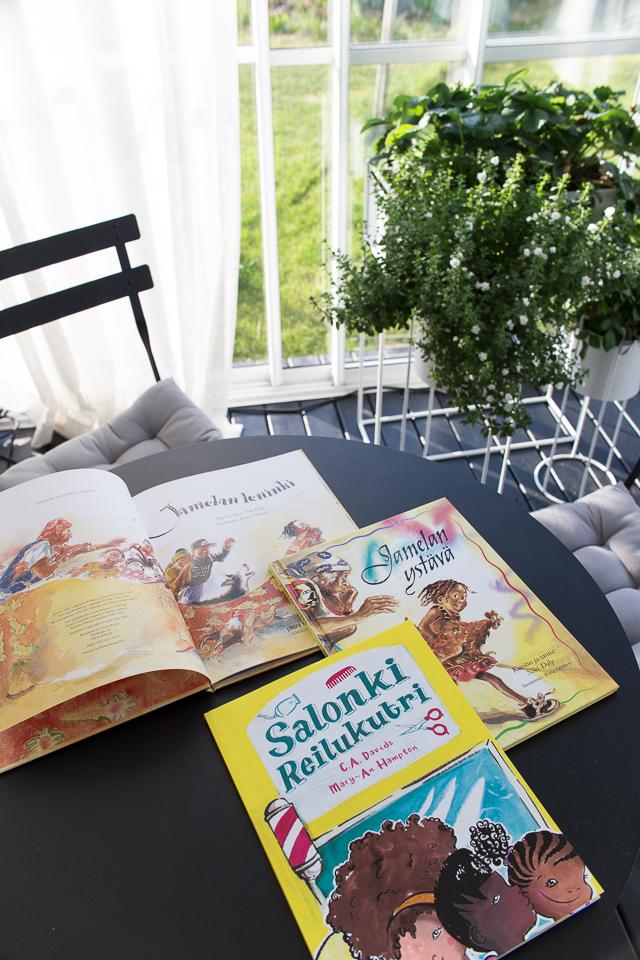 Villa H, lastenkirjat, Jamelan ystävä, Jamelan leninki, Salonki Reilukutri