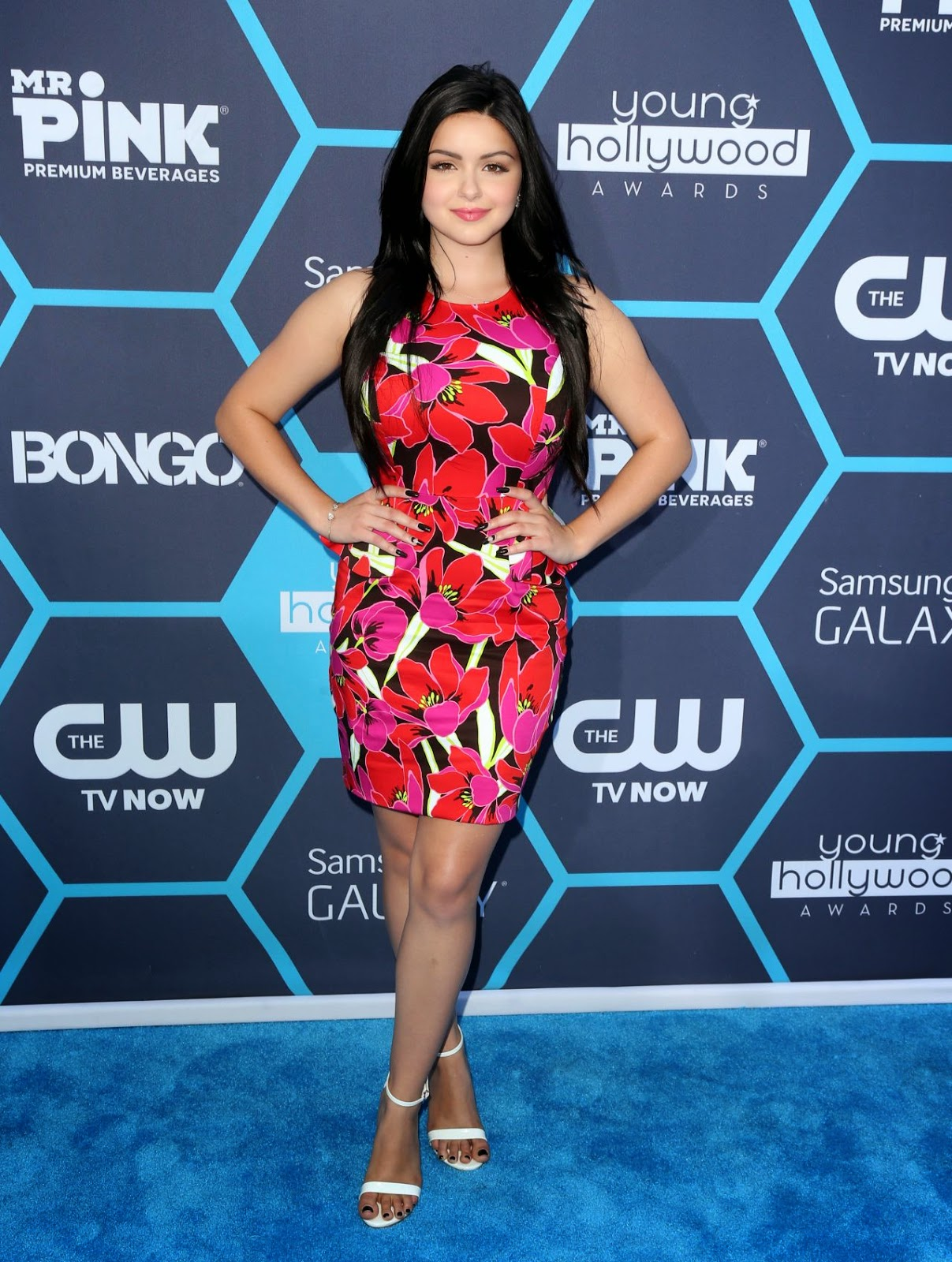 Ariel Winter hot young huge tits covered in colorful flower print gown at 2014 Young Hollywood ...