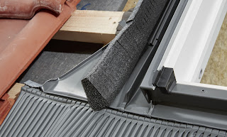 Szybszy i pewniejszy montaż okien dachowych VELUX z nowymi kołnierzami