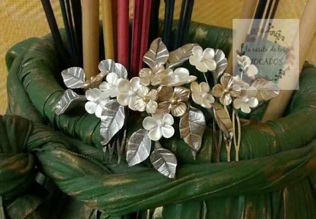 peineta vintage para novia artesanal realizada en porcelana fría color plata, blanco y champagne