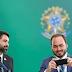 """Desistir do passaporte diplomático não fará Carlos Bolsonaro se livrar da pecha de """"vereador federal"""""""