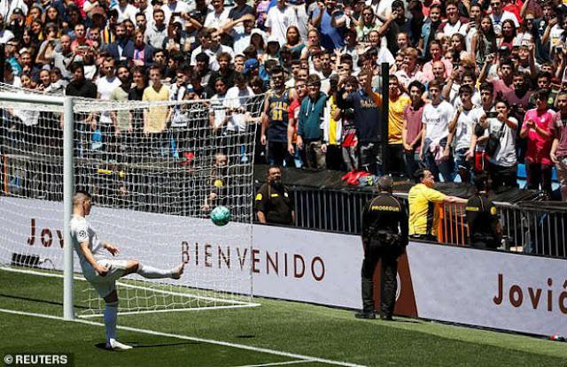 """""""Siêu bom tấn"""" 62 triệu bảng ra mắt Real: Đắt thứ 4 lịch sử, Perez mừng rỡ 4"""