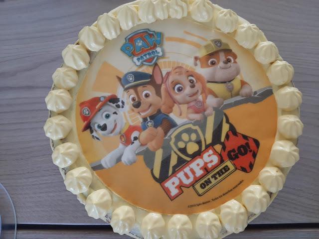 ryhmä hau kakkukuva