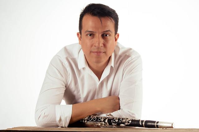 José Chepe Gómez clarinetista colombiano recital de música para clarinete solo en Bogotá. CLARIPERU