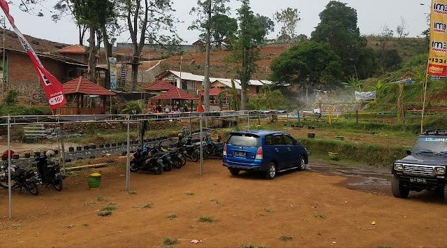 Parkir Kendaraan Desa Wisata Lembah Mbencirang Mojokerto