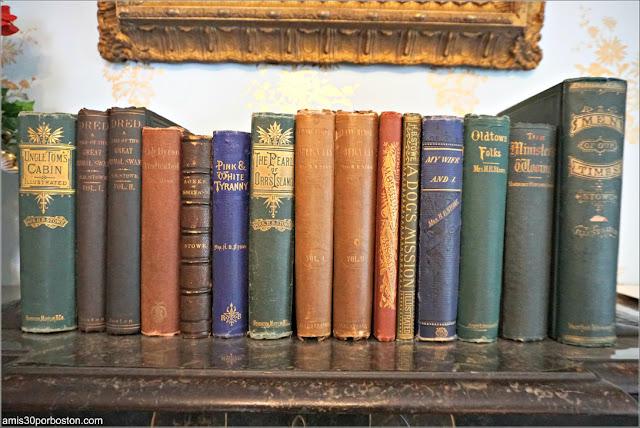 Libros del Dormitorio de la Casa Museo de Harriet Beecher Stowe en Hartford, Connecticut