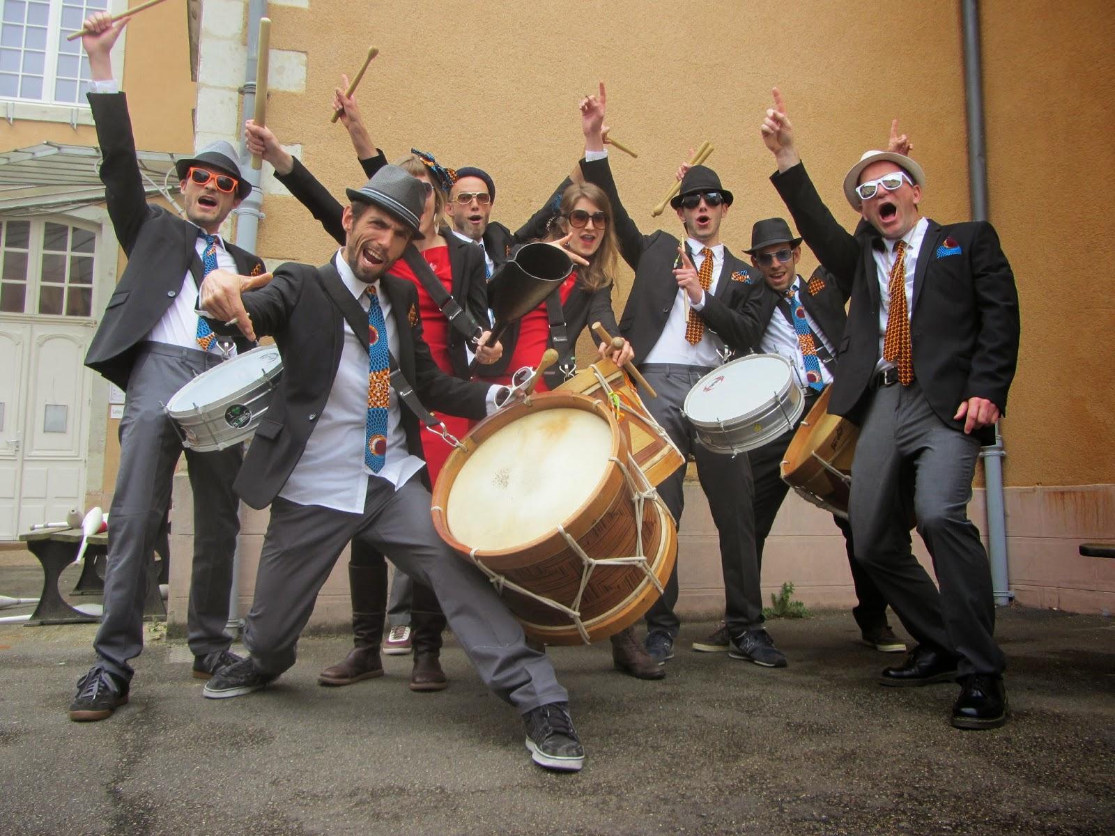 La batucada des Pays de Loire PRESIDENT GONGUE anime festivals, carnavals et fêtes de rues en tout genre.