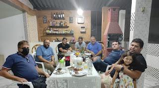 Em aparente clima de união, Célio e Renato se reúnem em jantar na residencia de aliado e diretor de terminal Rodoviário Estadual em Guarabira.