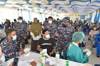 Danlantamal I Tinjau Pelaksanaan Vaksinasi Massal Tahap 2 di Pelabuhan Belawan