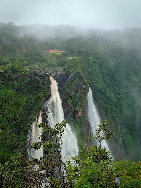 Monsoonview of jogfalls