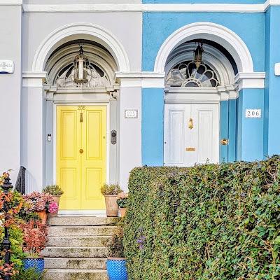 Best Dublin Walks: Yellow and White Doos on Clontarf Promenade
