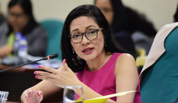 Hontiveros offers alternative 'health-heavy' plan vs COVID-19