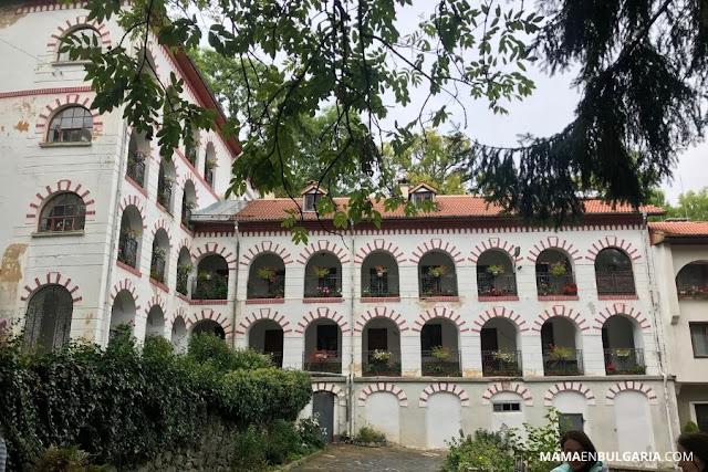 """Monasterio de Dragalevtsi """"Santa Virgen María de Vitosha"""" claustro"""