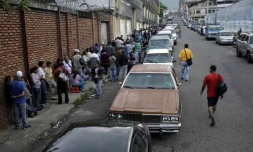 Người Venezuela không dám đi ôtô vì thiếu xăng
