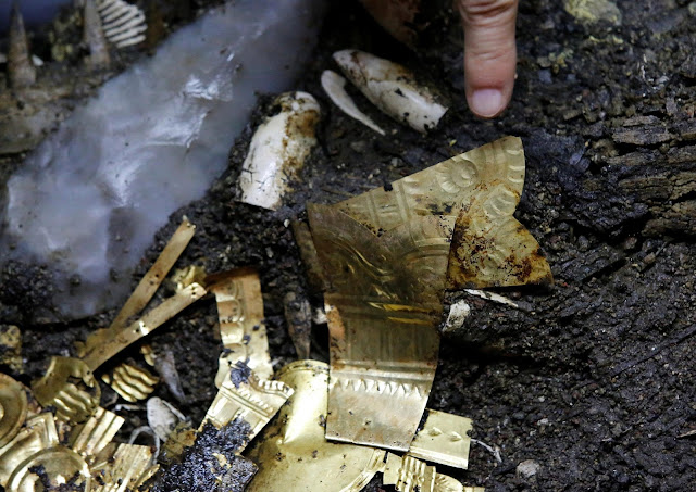 Aztec golden wolf sacrifice yields rich trove in Mexico City