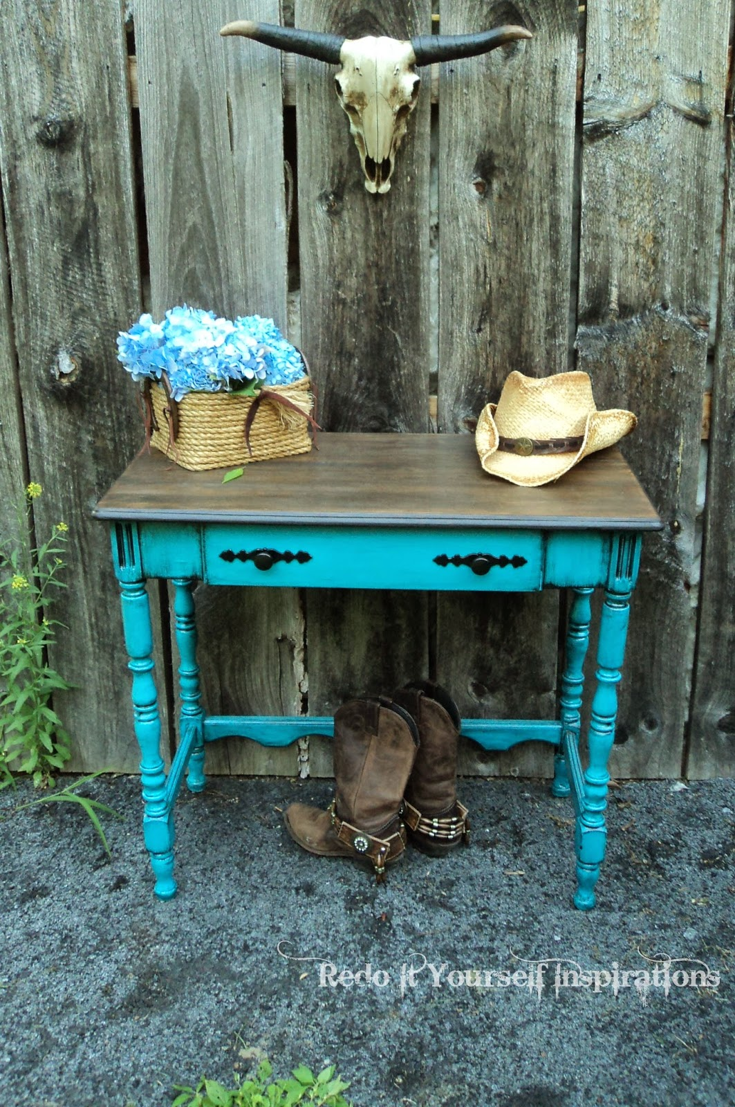 http://redoityourselfinspirations.blogspot.com/2014/01/road-rescue-side-table.html