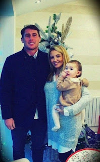 Darren Till With His Girlfriend And Daughter Zara