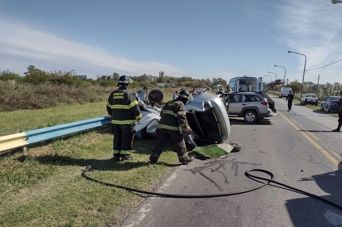 Choque fatal: un auto quedó partido a la mitad y falleció la conductora