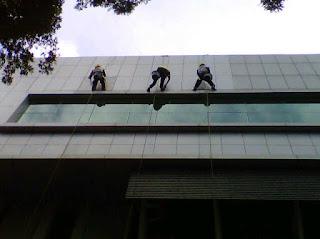 pembersih kaca gedung di bandung