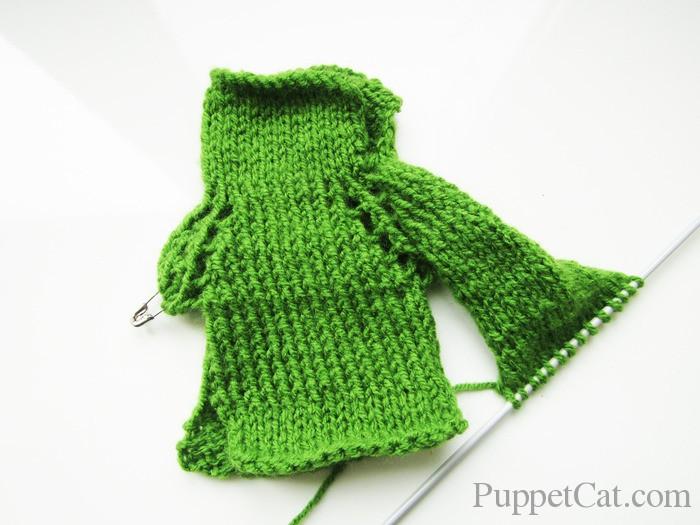Вязанный свитер для куклы Кена