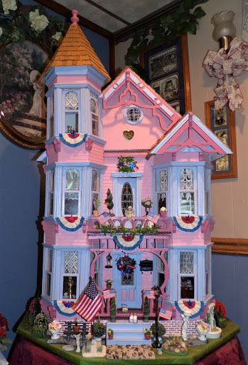 """Patriotic Doll House and """"Swet Treats"""""""