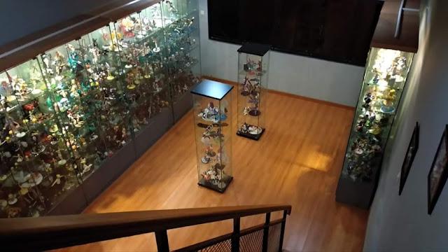 ruang koleksi mainan