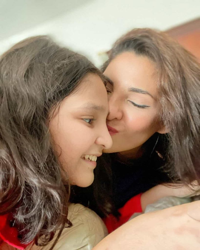 Zhalay Sarhadi Awesome Pictures with Husband and Daughter