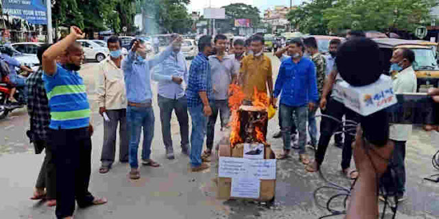 Farmers protests on the streets of Jorhat to protest against Centre's farm reform bills