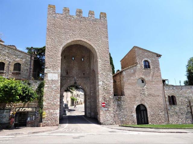 porta san francesco assisi